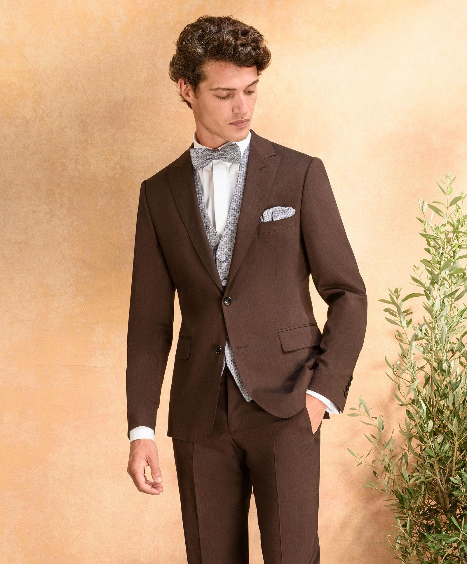 Dattelbrauner Komfort-Anzug