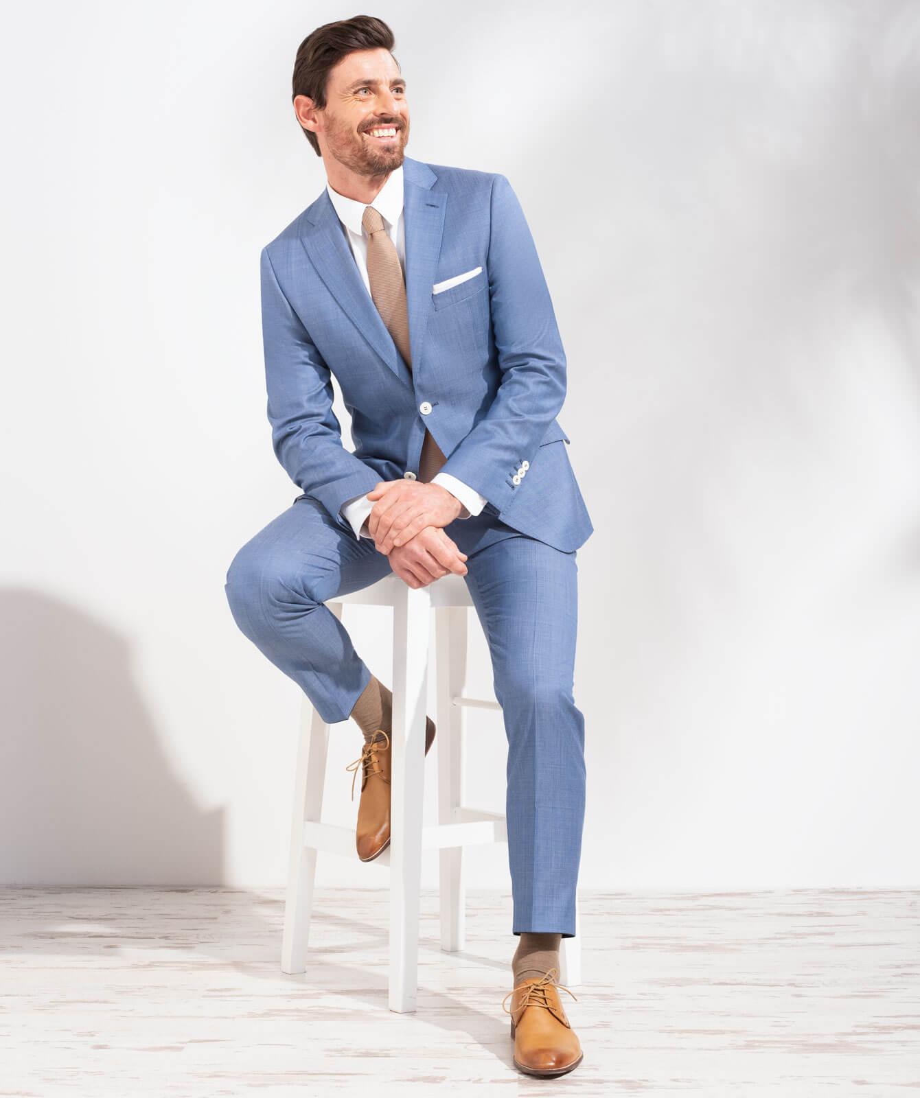 Meeresblauer Anzug mit Bi-Color-Optik