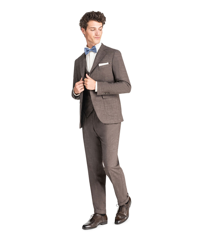 Kaffeebrauner Anzug mit subtilem Karomuster