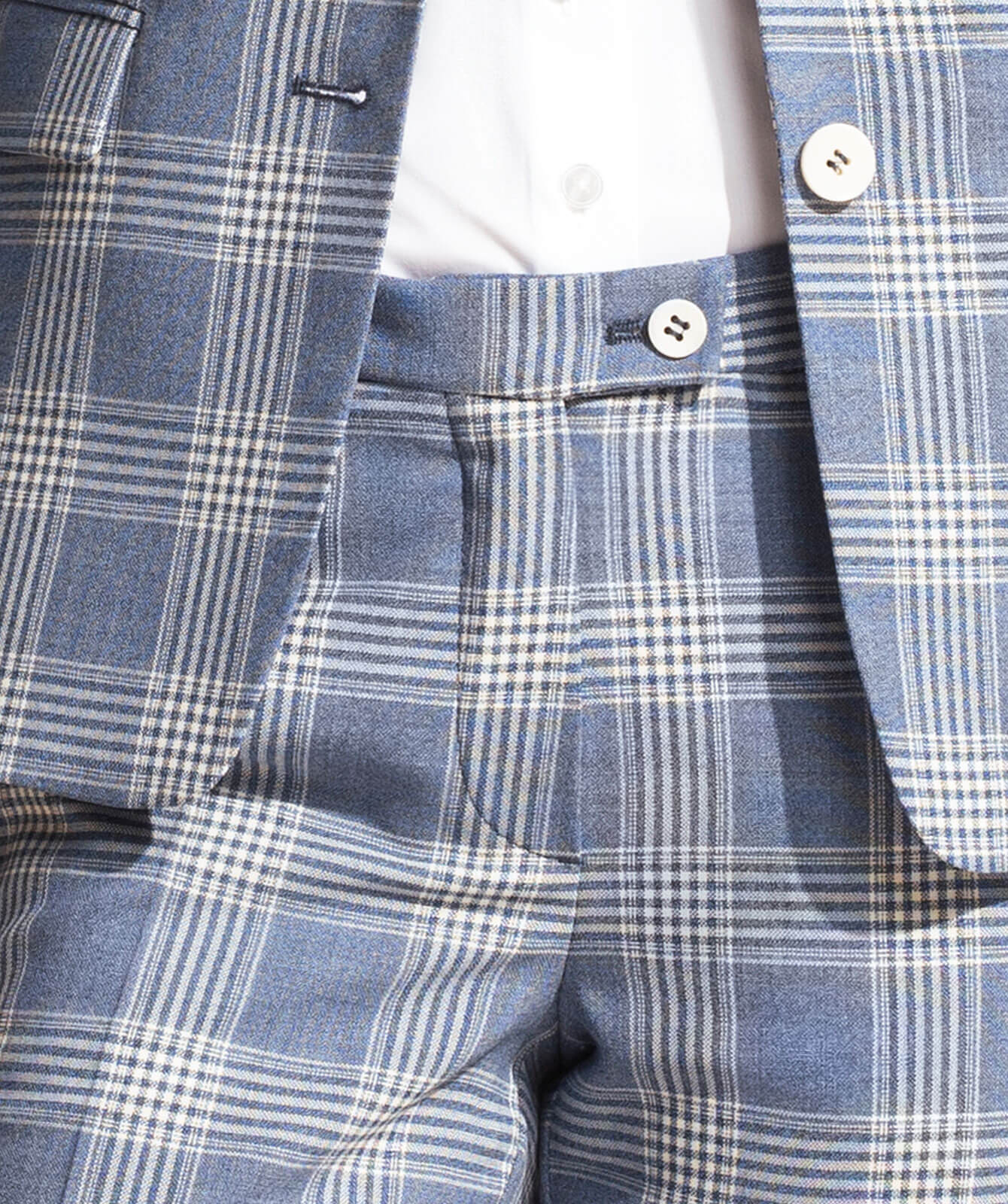 Softblauer Performance-Anzug