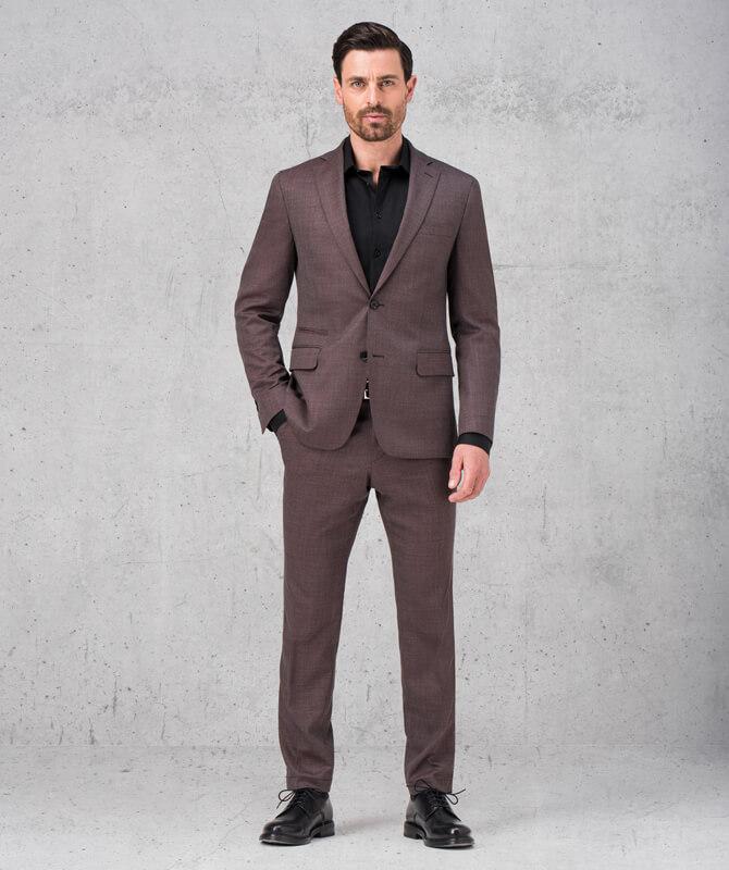 Dunkelroter Komfort-Anzug aus JEBRIC