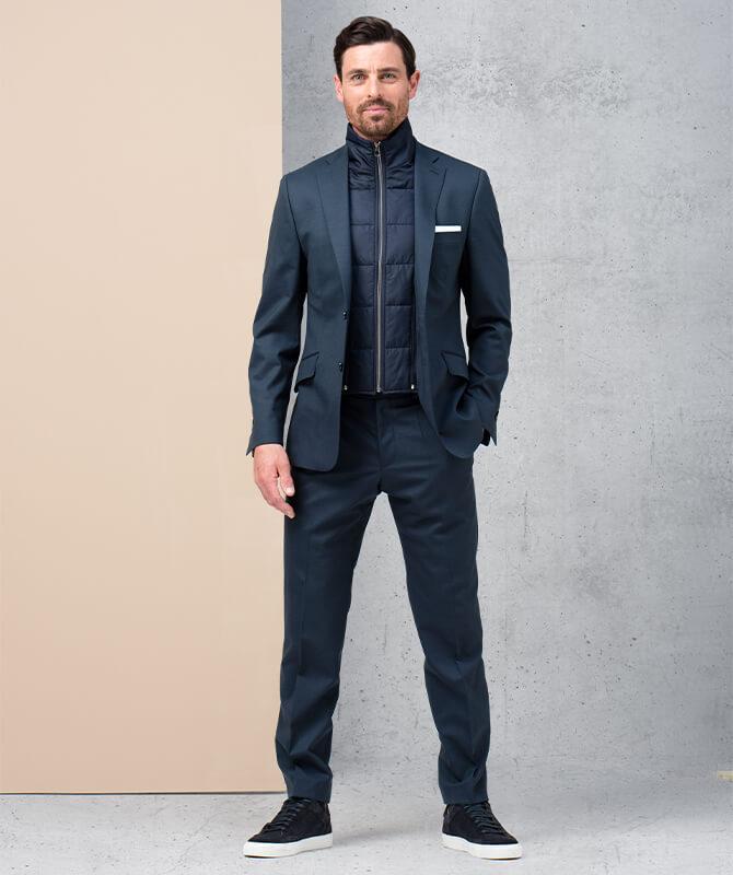 Dunkelblauer Super 120-Anzug